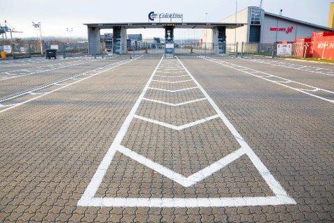ÅPNER: Color Line vil nå åpne terminalen tidligere, så langtransportsjåførene får tilgang til toaletter. Men vil det løse hele problemet? Arkivfoto: Elisabeth Løsnæs