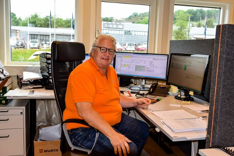 SOSIAL DUMPING: Espen Martinsen, som leder Norsk Lastebileier Forbund (NLF) i Larvik, peker på sosial dumping som årsak til at trailersjåfører gjør fra seg i det fri.