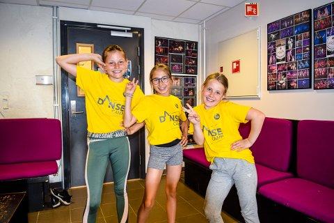 DANSEGLEDE: Sanna Skåra (10) d, Dao Hansen (10) og Anna Tolfsby (9) gleder seg over en ekstra uke med skole.  Kanskje fordi det bare står dans på timeplanen?
