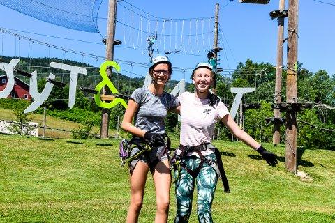 KREVENDE: Fanny Kristine Utklev og Theoline Holt Carlsen har prøvd det meste i aktivitetsparken Høyt & Lavt.