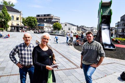 Hovedutvalgsleder Olav Nordheim, kommunalsjef Hilde Bøkestad og Espen Wingaard fra Larvik By.