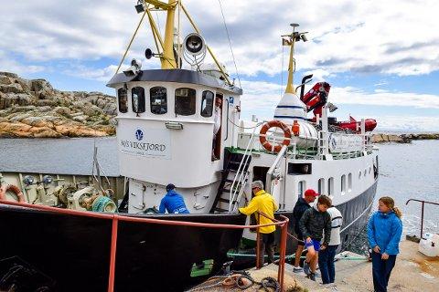 RUTEBÅTEN: M/S Viksfjord går i daglig rutetrafikk fra Stavern via Malmøya til Svenner.