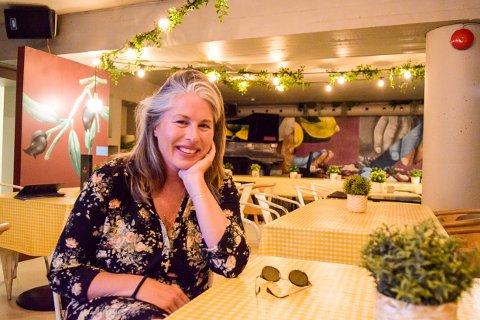 HADDE PLANER: Caroline Titlestad har preget utelivet i Stavern i mange år med Det Gule Galleriet. I fjor hadde hun planer et annet sted i Larvik.