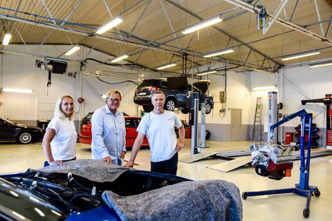 TAR GREP: Nina Sageie, Tom Solum og Jon Patrick Iversen har et godt grep om opplæringen innen bilfag. Nå tar de enda mer grep i et voksende marked.