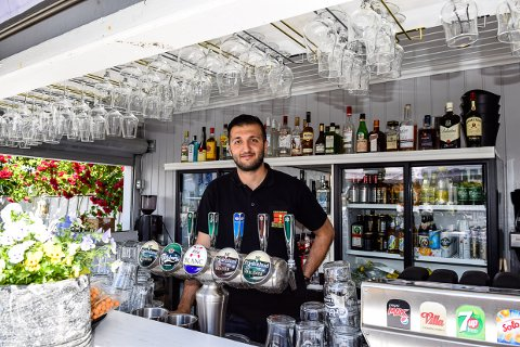 OVERRASKELSER: Muharrem Arslan (28) utvider åpningstiden på Vertshuset Sydvesten, beholder det beste og lover overraskelser neste år.