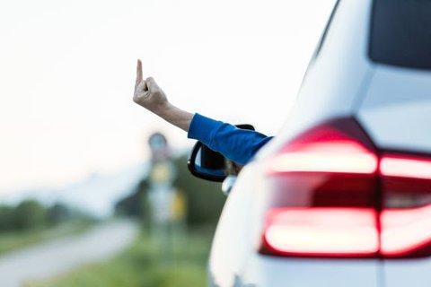 SKAPER FARLIGE SITUASJONER: Irritasjon i trafikken øker risikoen for ulykker.