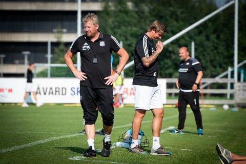 FERDIG: Roger Iversen (t.v.) avslutter som hovedtrener i Fram. Andreas Drugge (t.h,) tar over midlertidig.