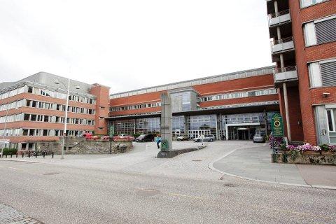 KØØØ: Mer enn 11.000 pasienter sitter i helsekø ved Sykehuset i Vestfold. Mye på grunn av koronakrisen.