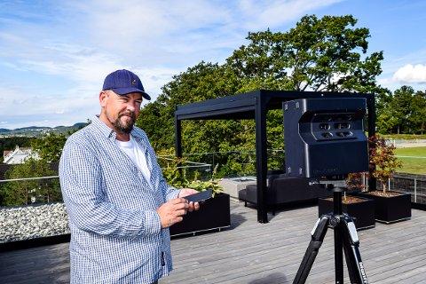VANLIG: Tom Holbein tror en slik scanner vil bli vanlig utstyr for boligfotografer med tiden.
