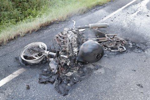 - VARMT MELLOM BEINA: Motorsyklisten merket ikke at det brant før det begynte å bli varmt mellom beina.