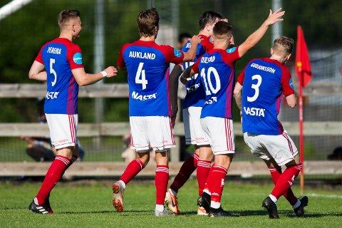 Framjubel i NM-kampen i fotball mellom Fram Larvik og Bærum på Fram stadion i Larvik.