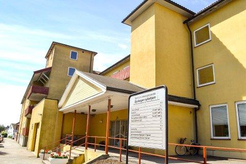 OPPFØRTE SEG TRUENDE: Tjenestekontoret til Larvik kommune er i Byskogveien 5, med samme adresse som sykehjemmet.