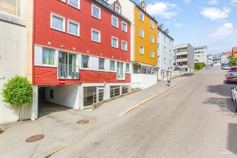 SENTRALT: Midt i Larvik sentrum ligger disse lokalene til utleie.