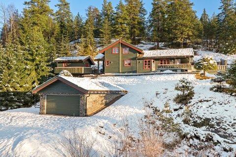 POPULÆR: Hytta hadde en prisantydning på 2,5 millioner kroner, men sluttsummen endte langt over, for eiendomsmegler Henning Tallakstad skjønte fort at denne hytta var populær.