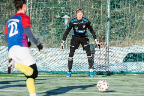 NY MED HANSKER: Petter Saga Hagen fra Siljan er klar til å kjempe om keeperplassen i Fram denne sesongen. 19-åringen kommer fra Odd.