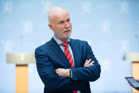 Bekymret: Helsedirektør Bjørn Guldvog sier han er bekymret og vurderer munnbind i skoler.