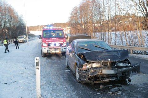 SKADER: Det ble store skader på bilene involvert i ulykken.
