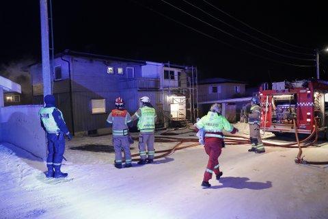REDDET SEG UT: 10 Personer reddet seg ut fra en brann i en tomannsbolig i Sandefjord natt til mandag.