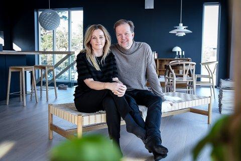 NYTT HJEM: Marianne (35) og Runar (52) Tinderholt kjøpte hus med potensial i Stavern, da de var på feire i Thailand.- Vi ser ofte klart for oss hvordan ting kan bli.