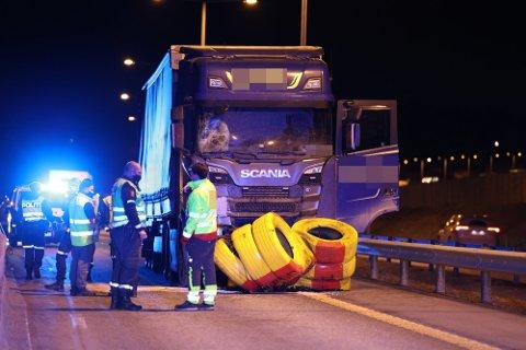 KØ: Det oppsto store trafikale problemer etter at et vogntog kjørte inn i innsnevringen på E18.