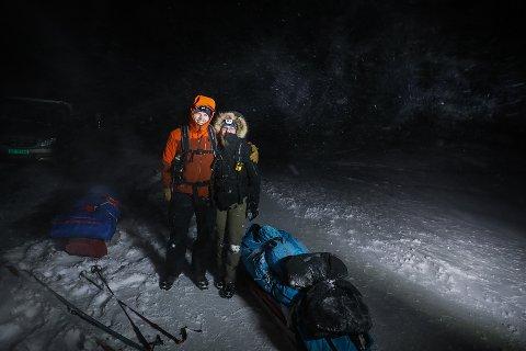 MED HODELYKTER: - Vi startet skituren i frisk fokk, det blåste kanskje 10 sekundmeter, forteller Camilla Grimsæth, sammen med sønnen Mats på Finnmarksvidda.