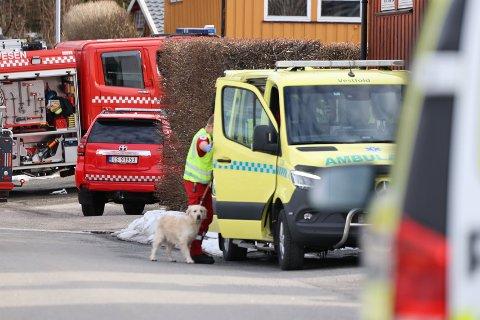 BRANN: Politi og brannvesen rykket ut etter melding om brann i en enebolig på Veldre i Larvik.
