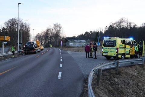 RYKKET UT: Alle nødetater rykket ut til ulykken. Trafikken ble dirigert forbi stedet.