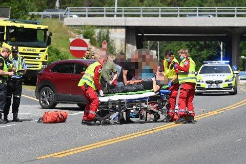 ALVORLIG ULYKKE: Motorsyklisten ble fraktet til traumemottaket med omfattende bruddskader. Han er fortsatt ufør etter ulykken.