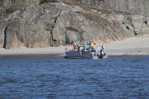 I LAND: Kiteren ble brakt tilbake til land av brannbråten.