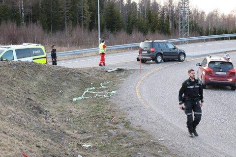 FULL STOPP: Slik endte ferden for bil og sjåfør ved Natvallkrysset fredag kveld.