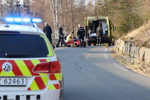 SKADD: MC-føreren ble fraktet til sykehus med store smerter.