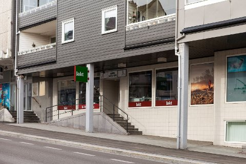 TIL SALGS: Når Bjørn Gramm nå avslutter driften av Bjørns Jakt og Fiske i Larvik sentrum, selges også lokalene.
