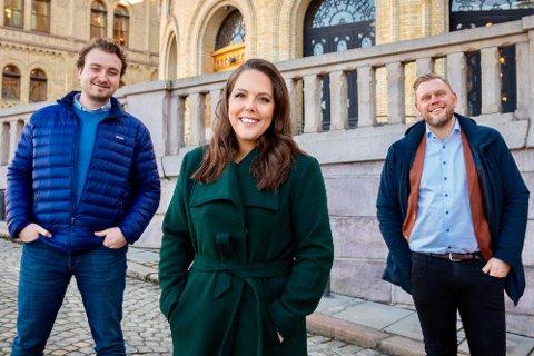 JUBLER: Høyre-politikerne Herman Sannerholt (t.v.), Lene Westgaard-Halle og Ole Martin Holthe.