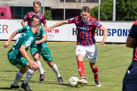 Skapte for lite: Herman Solberg Nilsen og Fram Larvik slet med å komme til målsjanser mot Skeid. Det ble til slutt 0-2 mot et av avdelingens topplag for larviksgutta på fremmed gress lørdag ettermiddag.