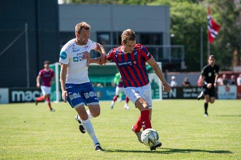 Vanskelig: Adrian Bergersen (t.h.) og Fram Larvik fikk lite til mot Notodden torsdag kveld og tapte hele 1-4.