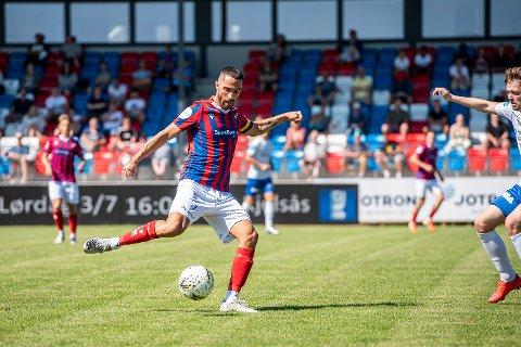 Reduserte: Fram-kaptein Erik Nordengen reduserte til 1-2 mot Arendal. Flere mål til frammane ble det ikke i kampen mot serielederen, selv om Fram spilte en god kamp på Sørlandet.