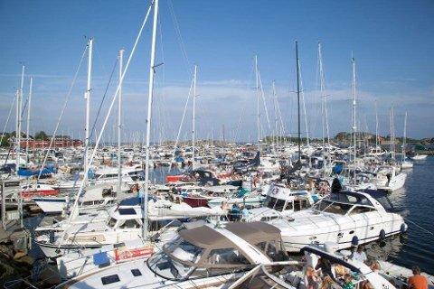 REKORDSOMMER: På grunn av pandemien forventes det at rekordmange bruker sjø og småbåter i år. Det bekymrer organisasjonen Av og Til som frykter ulykker på grunn av alkohol og rus.