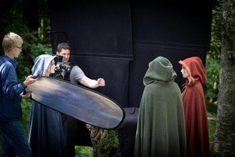 MUSIKKVIDEO: Kim Krohn Berle assistert av Lars Ose-Johansen står for filmingen av et spennende prosjekt på Istrehågan.