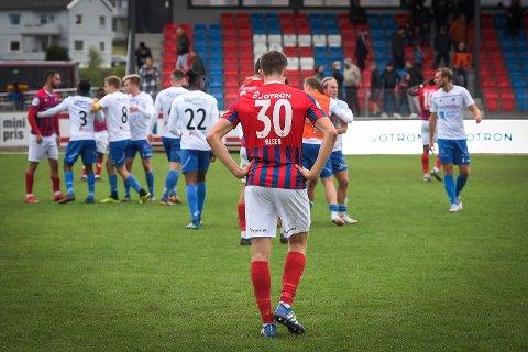 - BITTERT: Herman Solberg Nilsen (nr. 30) og lagkameratene i Fram måtte se seg slått av Notodden hjemme i Framparken lørdag ettermiddag.