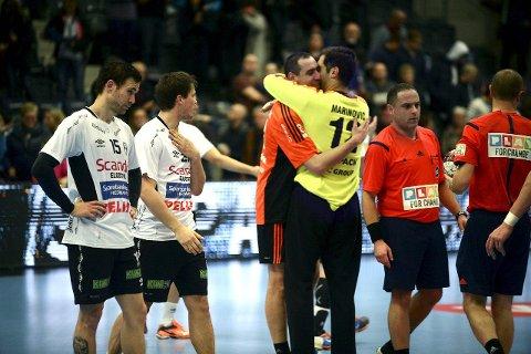 SKUFFET: André Lindboe (t.v.) og Steffen S. Stegavik kunne skuffet se sveitserne juble for seieren.