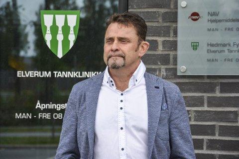 DUGNAD: Fylkestannlege Claes Næsheim har dratt i gang en fylkesdugnad og fått med seg 14 tannleger. (Foto: Cathrine Loraas Møystad)