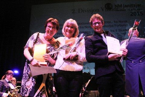 TIL TOPPS: Marit Hjelløkken (fra venstre) fra Ådalsbruk Musikkfor-ening, Helle Øien fra Sandefjord Musikkorps og Olav Hanto fra Vest-sidens Musikkorps. (Foto: Hilde Sandvær, NMF)