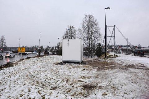 MÅLER: Nå har målestasjonen mellom bruene i Elverum begynt å måle luftkvaliteten.