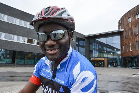 UTDANNING GIR FRIHET: Renovat Nzeyimana er utdannet sjukepleier fra Høgskolen i Hedmark. Jeg følte meg for første gang fri da jeg hadde fått min utdanning, sier han.