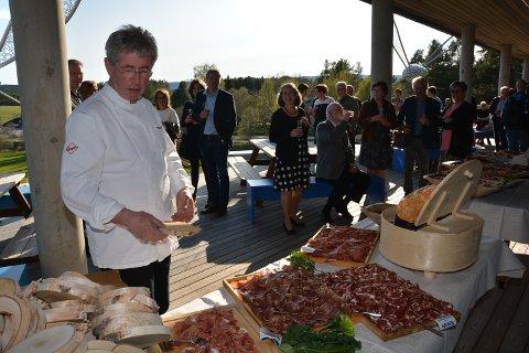 FØRSTE I FJOR: I fjor var det alle første gang at Norsk Spekematfestival ble arrangert, der det gikk gjetord om festkvelden der kokk Arne Brimi og elever fra kokkelinja ved Nord-Østerdal videregående skole serverte treretters middag til over 200 gjester.