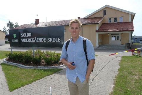 MÅ STÅ PÅ: Varaordfører Kristian Botten Pedersen (V) innkaller til stormøte om skolens framtid.