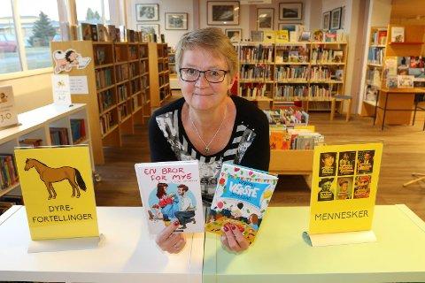RUSTER OPP: – Det blir en opprusting her i denne avdelingen.  Det gleder vi oss veldig til å få gjort, sier Marit Rudshagen i Åsnes-biblioteket. Barneavdelingen er avdelinmgen med størst utlån nå.