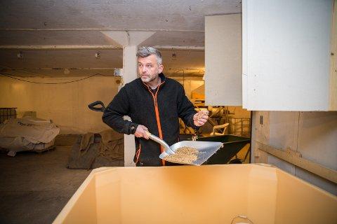 STOR LEVERANSE: Arne Bøhmer leverer nå malt til den første helnorske whiskyen.