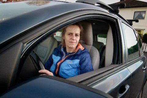Med radion på FM 87,5 kan man overhøre signaler fra biler med dab adapter. Ingvild Areklett Mørdre har opplevd det flere ganger i sin egen bil.