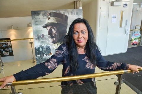 FLERE FOLK I FJOR: Det var flere folk på kino i Elverum i fjor, kanskje ikke så rart for da kunne kulturhusleder Mette Kynsveen by på premieren på «Kongens nei».